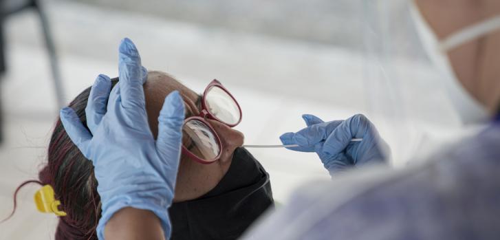 En las comunidades de José Walter y Grande Bom Jardim, en Fortaleza, testeamos casos sintomáticos con pruebas rápidas de antígenos para COVID-19. Brasil, junio de 2021