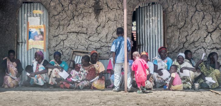 Pacientes haciendo fila para ser atendidos en la clínica de MSF en Aburoc. Mayo de 2017. ©Anthony Jovannic/MSF