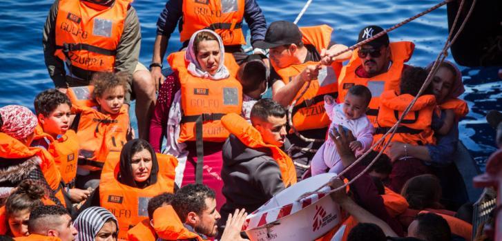El Prudence, barco de búsqueda y rescate de Médicos Sin Fronteras, en plena actividad, junio 2017 ©Andrew McConnell/Panos Pictures