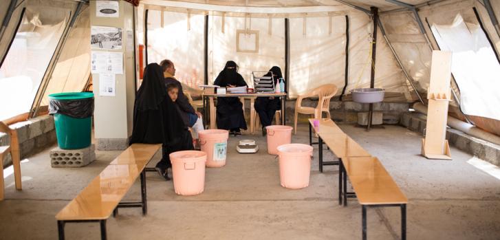 La sala de clasificación se encuentra a la entrada del Centro de Tratamiento del Cólera de MSF. Aquí, los equipos de MSF observan si los pacientes tienen síntomas de cólera y evalúan si necesitan ser hospitalizados. ©Florian SERIEX / MSF