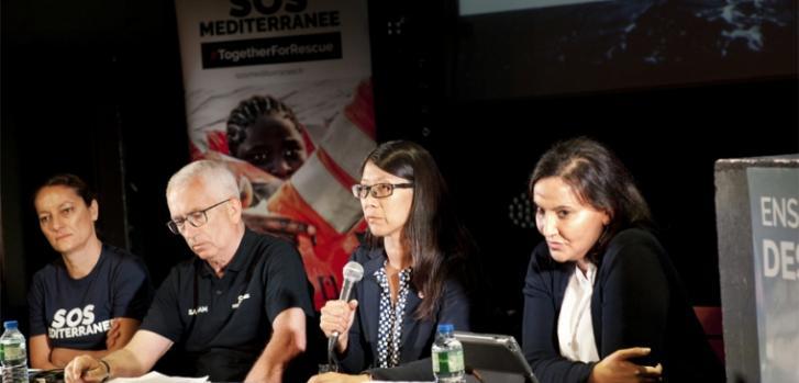 Joanne Liu en conferencia de prensa para anunciar la reanudación de las operaciones de búsqueda y rescate en el mar Mediterráneo en colaboración con SOS Mediterranee.
