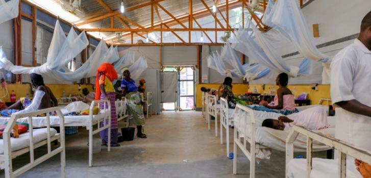 Pacientes en la sala de cuidados postoperatorios en el Hospital Regional de Maroua, en Camerún. (Agosto de 2019)