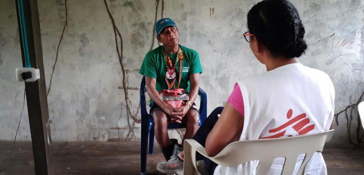 La región del Pacífico nariñense es una de varias áreas afectadas por la violencia en Colombia como resultado de la implementación irregular de los acuerdos de paz. La población civil sufre las consecuencias del conflicto entre grupos armados.