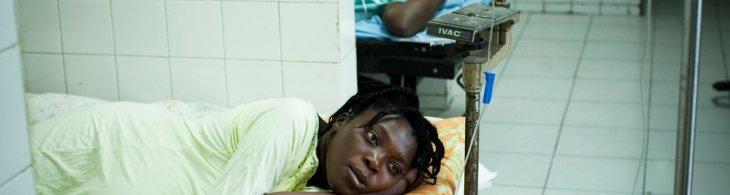 Mujeres embarazadas en una sala de parto de un hospital de Chancerelle, Haiti © William Daniels