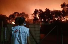 Ayer por la noche estalló un incendio en Moria, Lesbos, que quemó todo el campo de refugiados y obligó a 12.000 personas a evacuar el lugar.