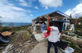 El equipo de MSF evalúa las necesidades de salud física y mental de las poblaciones más vulnerables. Después del huracán Iota, el número de casos de COVID-19 en la isla ha aumentado.
