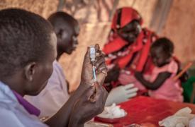 Vacunación contra el pneumococo en el campo de Yida, en Sudán del Sur.