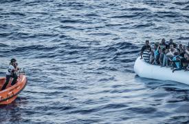 Un rescate de Médicos Sin Fronteras en el Mar Mediterráneo. Las personas rescatadas fueron desembarcadas en Sicilia ©Francesco Zizola/NOOR