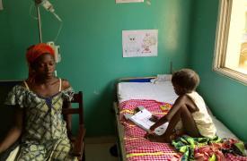 En Guinea-Bissau, MSF trabaja en el hospital nacional de Bissau, la capital del país. Los equipos de MSF se encuentran ahora en la unidad de cuidados intensivos pediátricos (UCIP) las 24 horas del día, los 7 días de la semana. ©Ana Lilia Banda/MSF