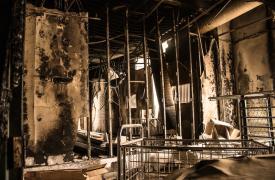 Un esqueleto quemado de madera y metal es todo lo que queda de la sala de pediatría en el hospital Al Khansaa en Mosul, al norte de Iraq. El hospital sufrió daños severos cuando Mosul fue retomado del grupo Estado Islámico en 2016 y 2017.