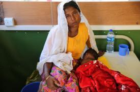 La mayoría de los pacientes de MSF en los campos de refugiados rohingya en Bangladesh tienen menos de cinco años. Los principales problemas que los médicos de MSF están tratando son diarrea, diarrea aguda, fiebre y problemas respiratorios ©Mohammad Ghan
