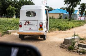 Vehículos de tres ruedas que salvan vidas en Nigeria.