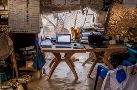 La mesa de trabajo del Dr. Tom Niccol en Sudán del Sur.
