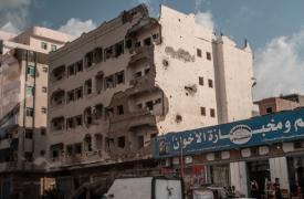 Imagen de archivo de un edificio destrozado en Adén (Yemen).