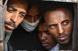 Un grupo de refugiados en el centro de detención de Zintan, Libia.