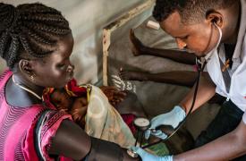 Atendemos a una mujer y su bebé en un campo de refugiados sursudaneses en la región de Gambela, en Etiopía. Octubre de 2019