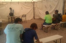 Debido a COVID-19, Médicos Sin Fronteras ha aumentado sus actividades en el campamento y se ha puesto en contacto con las autoridades para tener un plan de acción en caso de que se detecte un paciente con coronavirus.