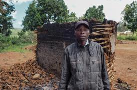 Ndjilo Laki Emmanuel es un líder comunitario de Wadda. El centro de salud de MSF de Wadda fue completamente saqueado el 2 de mayo. En el mismo ataque, 227 casas de las aldeas fueron completamente quemadas. El pueblo ahora está abandonado, todos huyeron.