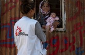 Los promotores de salud son una parte vital del trabajo de MSF en el centro de recepción de Vathy en Samos.
