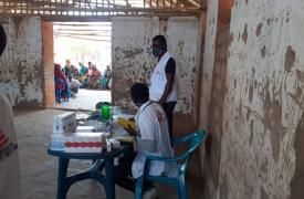 La clínica móvil de Médicos Sin Fronteras (MSF) en Impire Village se inauguró en septiembre para responder a las crecientes necesidades de los desplazados internos y las comunidades de acogida.
